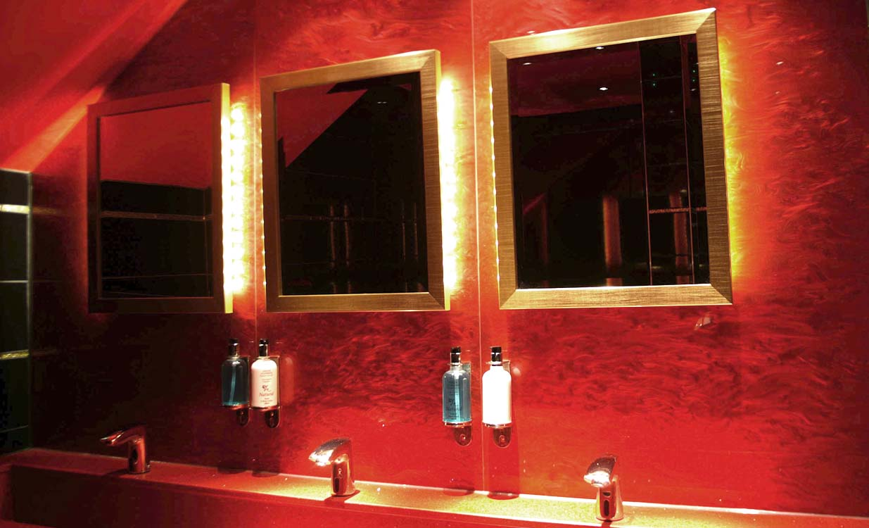 casino-bathroom